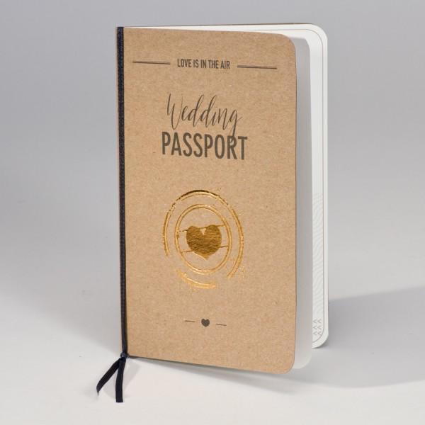 Hochzeitsreisepass aus Kraftpapier mit Goldherz